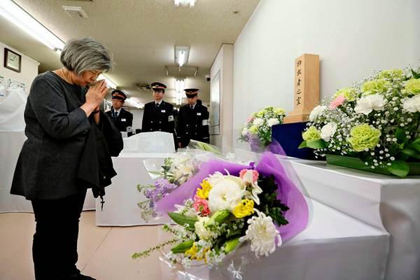 东京地铁沙林毒气事件24周年 民众献花追悼遇难者