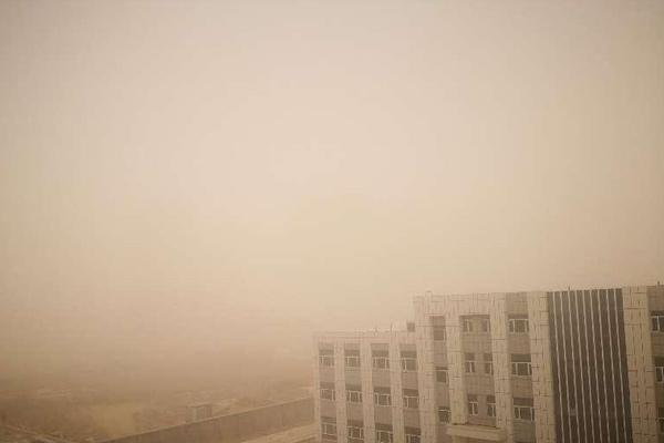 新疆南部现大面积沙尘天气致航班取消