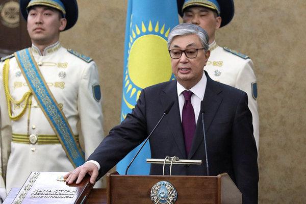 哈萨克斯坦新任总统托卡耶夫宣誓就职 前总统出席