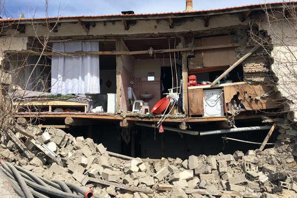 土耳其发生5级以上地震 房屋坍塌受损严重