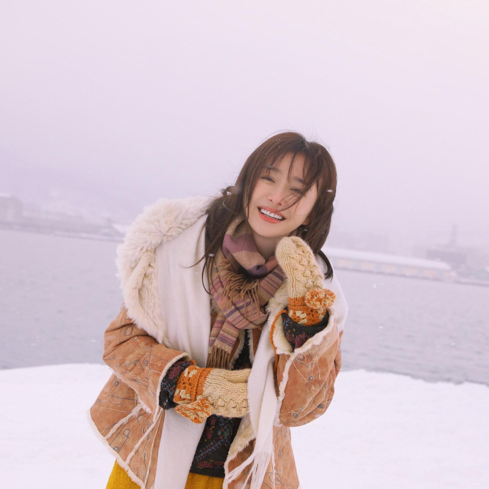 秦岚冬季写真唯美 优雅慵懒尽显少女感