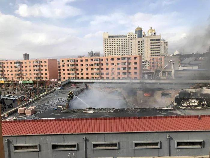 呼和浩特光彩市场一商铺发生火灾