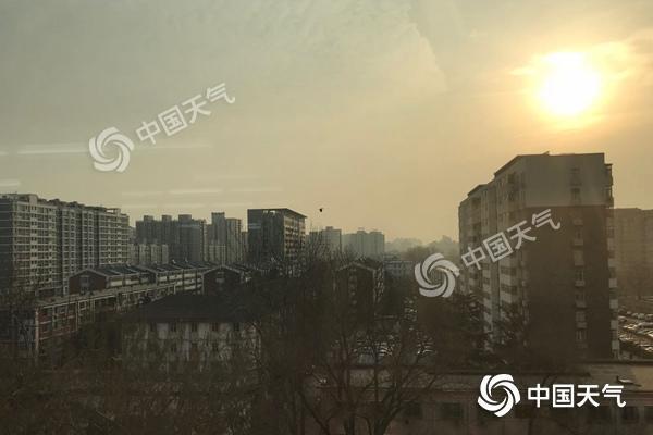 北京今有小雨夜间阵风7级 明天北风呼啸最低温近冰点