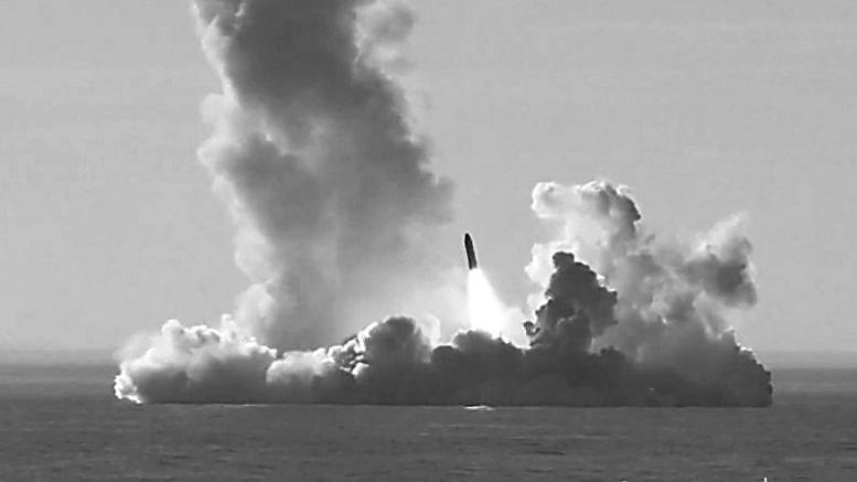 """潜艇兵节俄军送""""大礼"""":4枚布拉瓦导弹齐射"""