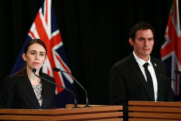 新西兰总理宣布从严控枪 将禁售所有军用半自动枪械