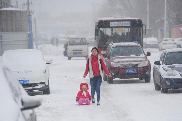 吉林春分遇暴雪气温剧降 陆空交通严重受阻