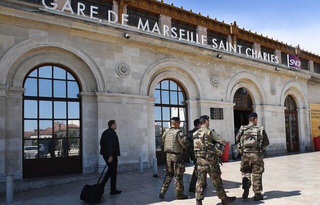 黄背心活动:法国反恐队伍大概出动 以掩护大众修建