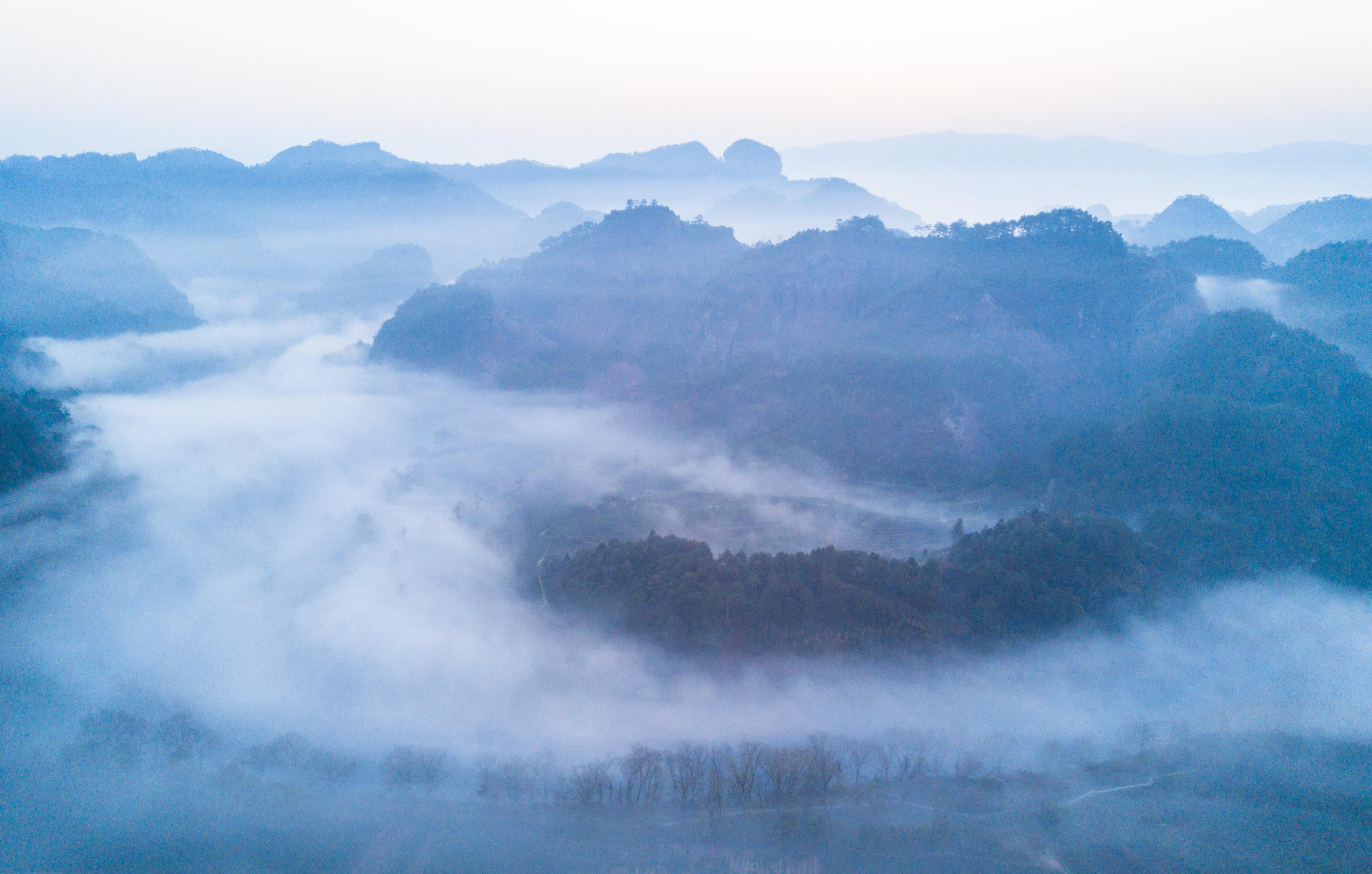 ↑这是福建省武夷山风景名胜区云海景观(3月12日无人机拍摄).