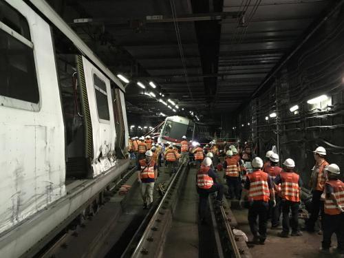 港媒:港铁相撞列车成功移离主线 停驶2天后恢复行车