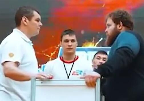 俄罗斯举办扇耳光大赛 冠军一掌下去让对手昏厥