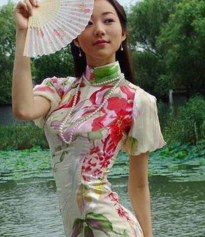 穿旗袍的女星:赵丽颖妩媚动人,韩雪优雅大气