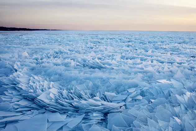 美成童话!美密歇根湖岸现罕见碎冰片群奇观
