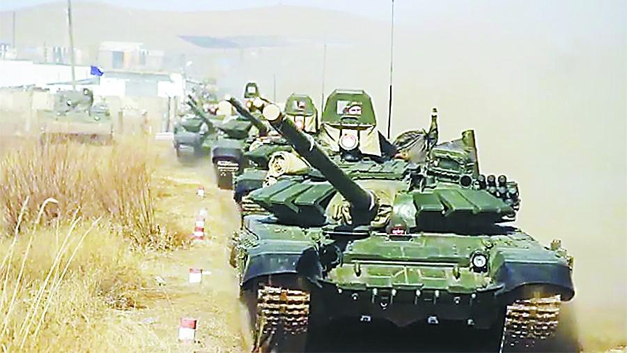 俄军在东部举行大演习 出动5000兵力500件装备