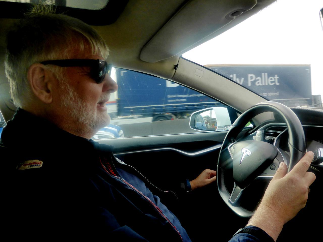 全球首例!挪威将推广电动出租车感应充电系统