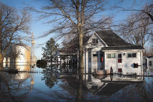 美国中西部洪水泛滥 灾区变泽国