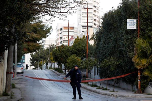 俄驻雅典领事馆警察执勤岗亭遭手榴弹袭击