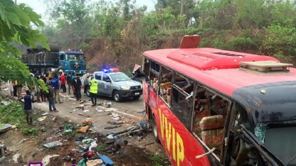 快讯!加纳公共汽车相撞造成至少60人死亡