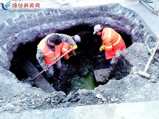 潍坊市福寿东街路面塌陷进行抢修 出行请注意