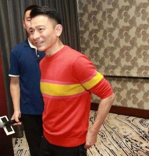 56岁刘德华的最新照片,满脸皱纹身形消瘦