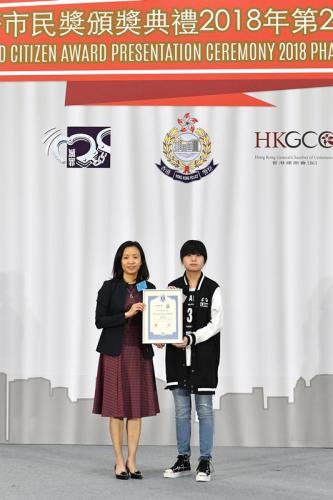 港媒:香港警方向39人颁好市民奖 表扬其协助拘捕疑犯