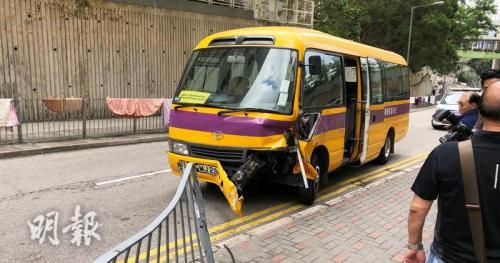 港媒:香港油塘一辆校巴疑失控撞上铁栏 8人受伤被送医