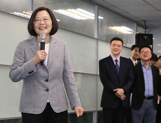 蔡英文呛韩国瑜多体贴市政 被网友翻旧账打脸