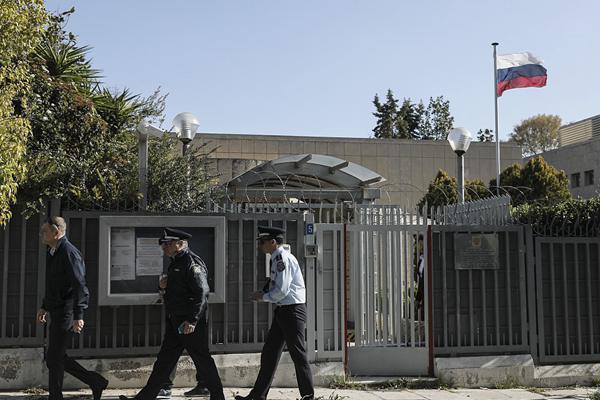 俄罗斯驻雅典领事馆警察执勤岗亭遭手榴弹袭击