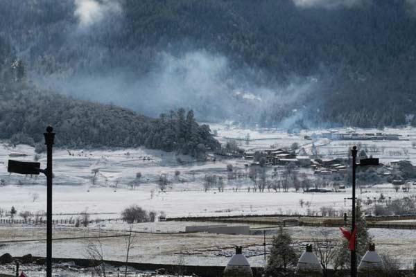 """开业两年 西藏鲁朗小镇名声在外""""盼客来"""""""