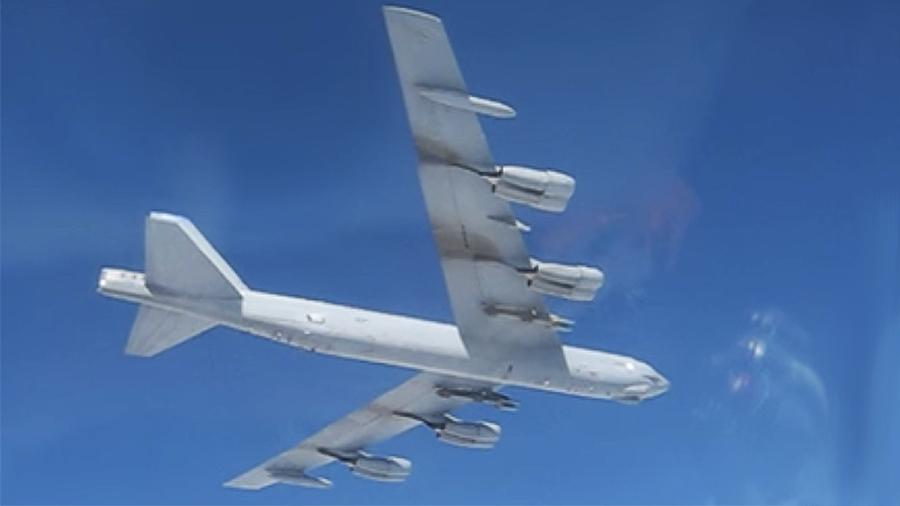 俄国防部公开苏-27跟踪美B-52视频 美军:没有被驱逐,是常规互动
