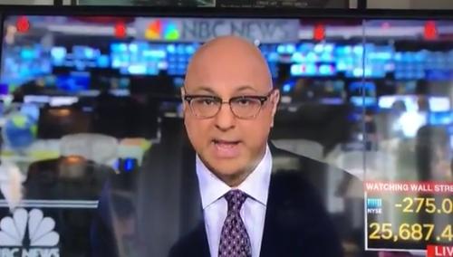 尴尬!美国记者吐口水整理头发,被全球直播了