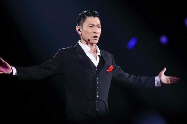 刘德华成功重启红馆演唱会,看了场次,歌迷却很担心
