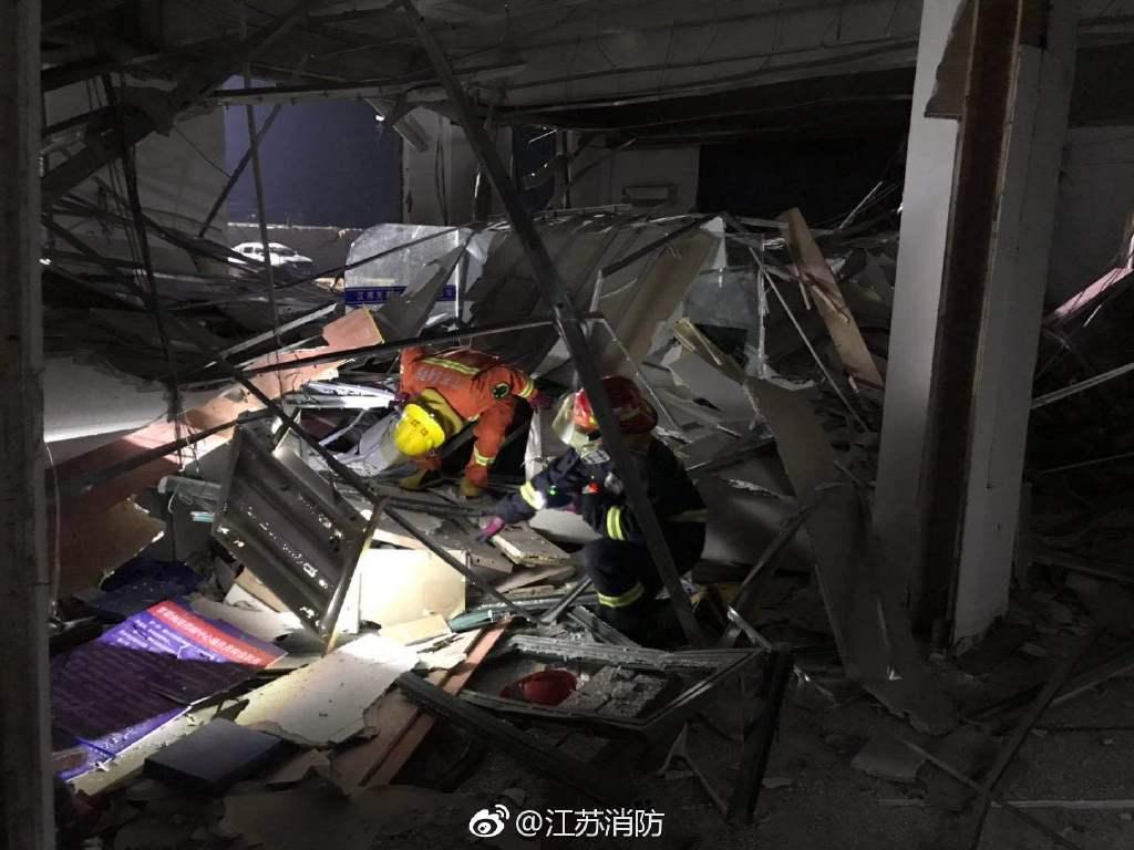 响水爆炸事故:昨夜,紧张忙碌的搜救现场