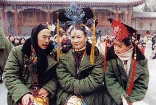 晴儿王艳和老佛爷重逢,20年容颜未变,网友:剧组吃防腐剂