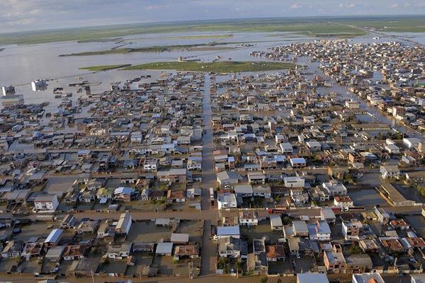 伊朗北部遭遇洪水侵袭 村庄被淹变泽国