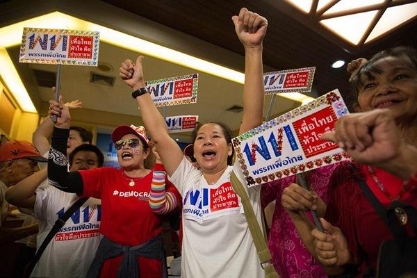 泰国大选非正式结果公布 为泰党支持者欢呼雀跃