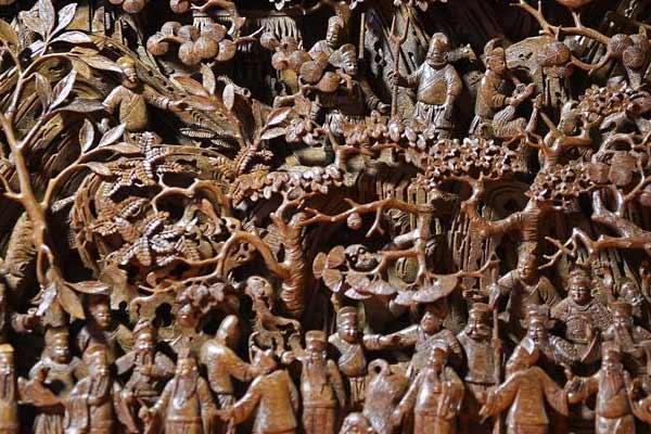 木雕传技艺 古建焕新生