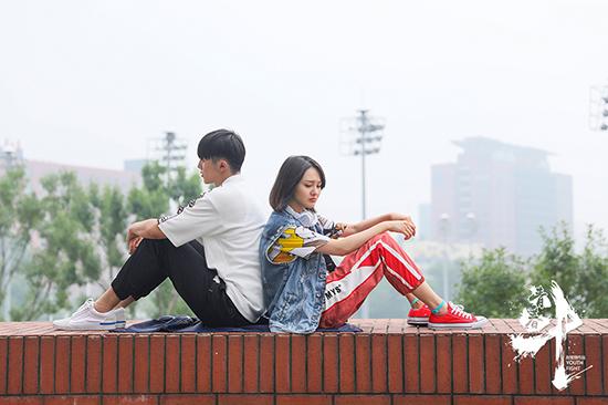 《青春斗》首播热度高 郑爽演绎现实青春引共鸣