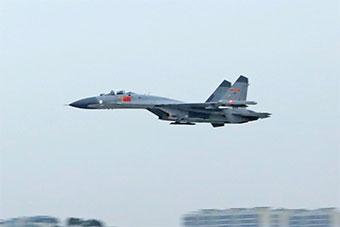超帅!中国空军训练重型战机超低空通场