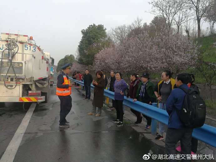 一大型卧铺客车意外自燃 所幸无人员伤亡