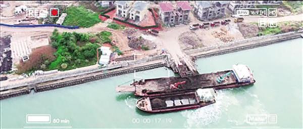 海南一公司用船装垃圾往大海里倾倒 检察院用无人机锁定证据