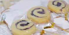 香脆可口的蓝莓夹心卷