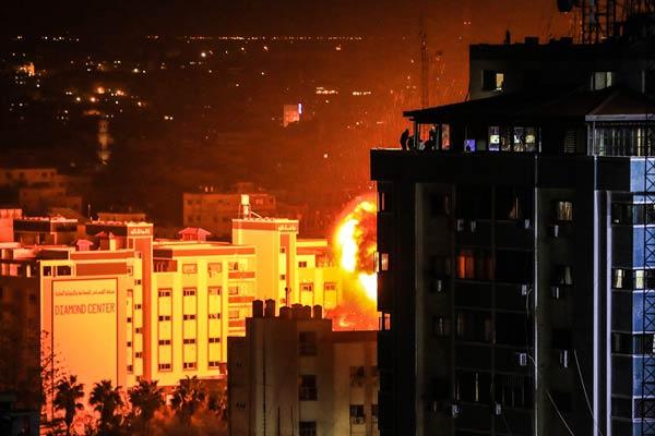 遭火箭弹袭击后 以色列对加沙地带实施报复性空袭