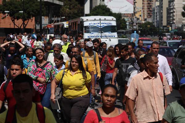 委内瑞拉再次发生大规模停电 地铁停运民众被迫步行