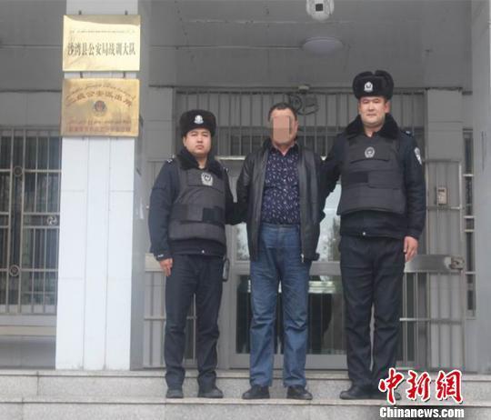 男子身负命案在逃19年 酒后致电警方咨询法规被查落网