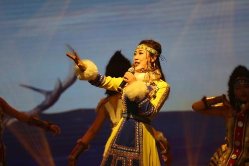 查森娜单曲《春到最北方》唱响央视舞台