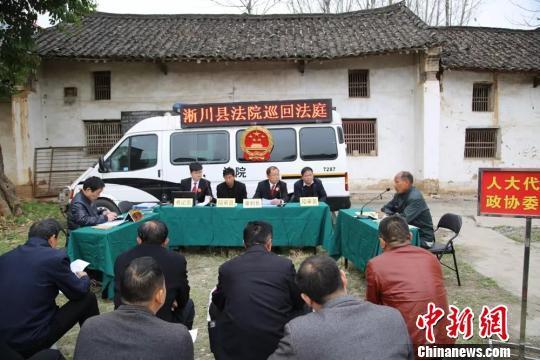 村民称裸胸袒怀体检被冻感冒状告医院 法院:驳回诉讼