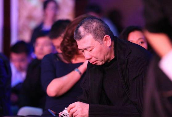 冯小刚现身导协大会哽咽落泪:电影这事必须有原则