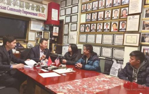 美媒:多次被拒签 中国男子获侨团援助赴美送别过世父亲