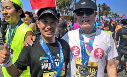 美媒:美国第34届洛杉矶马拉松开跑 华人跑手踊跃参加