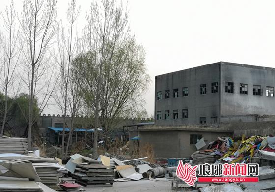 山东临沂沂河路远通汽车厂附近一厂房着火 无人伤亡